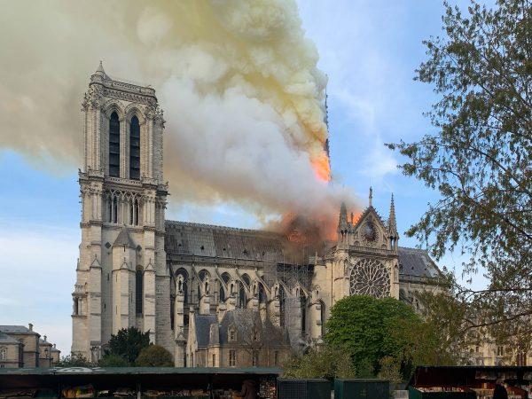 Płonąca katedra Notre-Dame (fot. Wandrille de Préville)