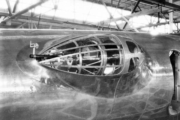 Boczne stanowisko strzeleckie Boeinga XB-17 - praktycznie takie samo stanowisko strzeleckie miał XB-15