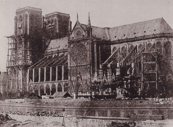 Katedra Notre-Dame podczas remontu w 1847 roku (fot. Hippolyte Bayard)