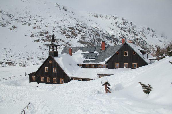 Panują tutaj doskonałe warunki do uprawiania sportów zimowych, między innymi narciarstwa biegowego i zjazdowego, a także jazdy na snowboardzie oraz skitouringu