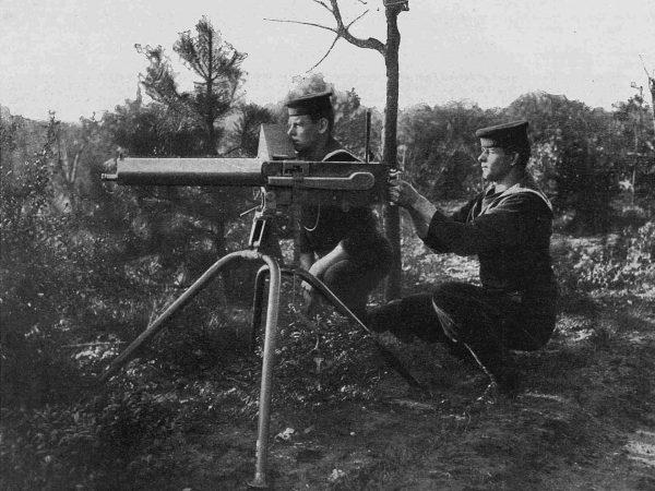 Żołnierze z karabinem maszynowym Maxim