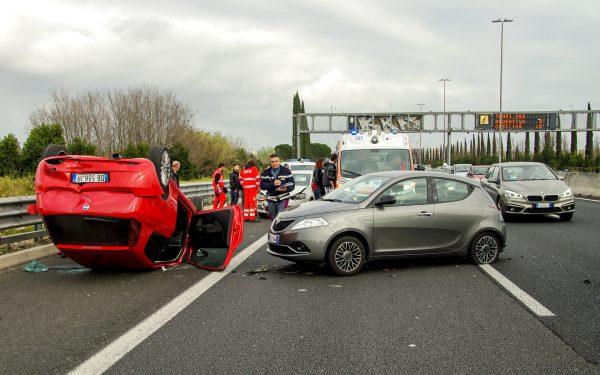 Oprócz OC, mamy do wyboru kilka innych polis, mi.in. ubezpieczenia AC (Autocasco), które zabezpieczają w razie kradzieży, utraty lub uszkodzenia auta, ubezpieczenia NNW (następstw nieszczęśliwych wypadków) oraz różne pakiety Assistance pomocne w problemach na drodze