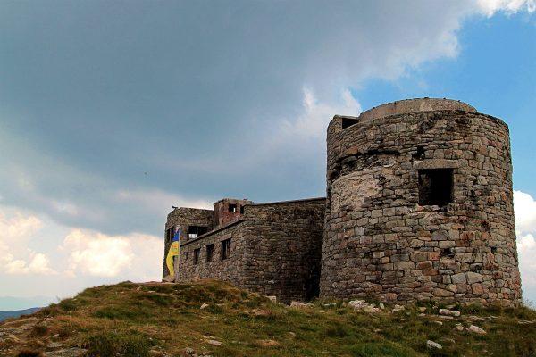 Obserwatorium Astronomiczno-Meteorologiczne na szczycie Pop Iwan (fot. Wikimedia Commons)