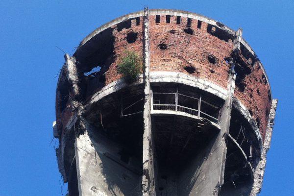 Wieża ciśnień w Vukovar około 2016 roku (fot. Wikimedia Commons)