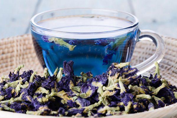 Herbata niebieska ma bardzo charakterystyczny i efektowny wygląd