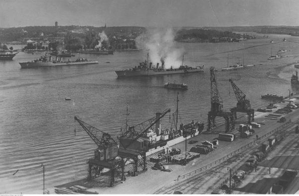 Okręty typu Wilk podczas wizyty w Szwecji