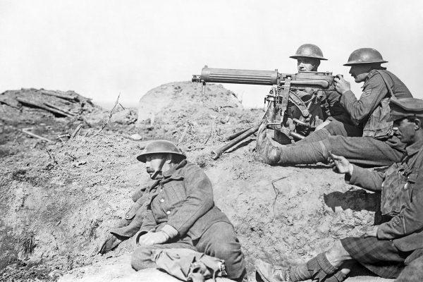 Brytyjscy żołnierze z karabinem maszynowym Vickers - brytyjskim rozwinięciem Maxima