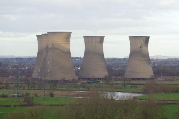 Chłodnie kominowe dawnej elektrowni Willington (fot. Eamon Curry)