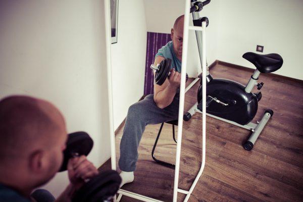 Nie trzeba chodzić na siłownię, aby wykonywać podstawowe ćwiczenia, wystarczy kupić przydatny, wielofunkcyjny sprzęt