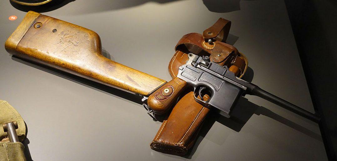 Mauser C96 - pierwszy udany pistolet samopowtarzalny