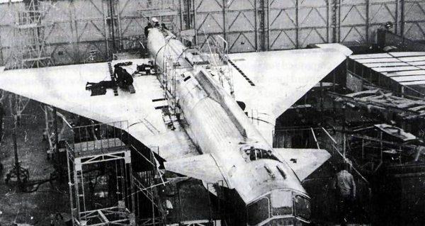 Suchoj T-4 podczas budowy