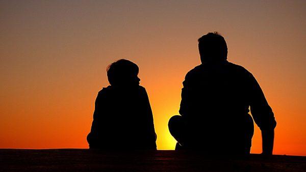 W prezencie na Dzień Ojca nie chodzi o spełnianie marzeń, wielkie pieniądze i pomysły mające przyćmić podarunki z lat minionych - chodzi o pamięć, gest; dowód, że wciąż jest się dzieckiem swojego taty.