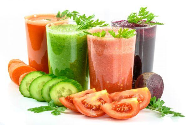 Soki z sokowirówki to alternatywa dla kolorowych napojów, jakie kupujemy w sklepach.