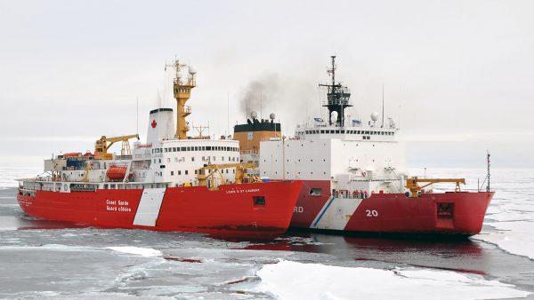 USCGC Healy i CCGS Louis S. St-Laurent