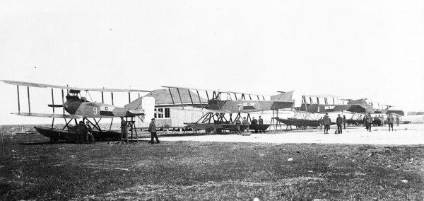 Wodnosamoloty Friedrichshafen FF-33L (9), Lübeck Travemünde F4 (7), Friedrichshafen FF-49B (1) i Friedrichshafen FF-33E (8) w bazie w Pucku, 20 sierpnia 1920 roku