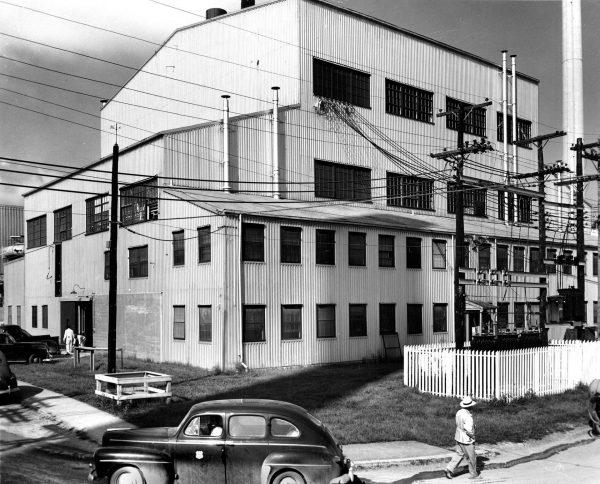 Budynek reaktora grafitowego X-10 w 1950 roku (fot. Ed Westcott)