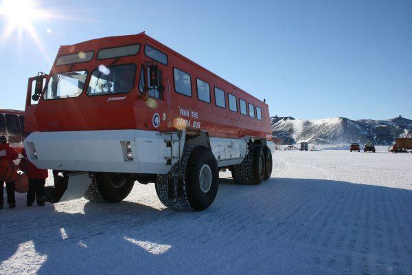 Terra Bus w bazie McMurdo (fot. elisfanclub/Wikimedia Commons)