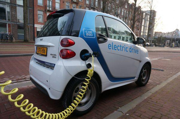 Samochody elektryczne zyskują coraz większą popularność