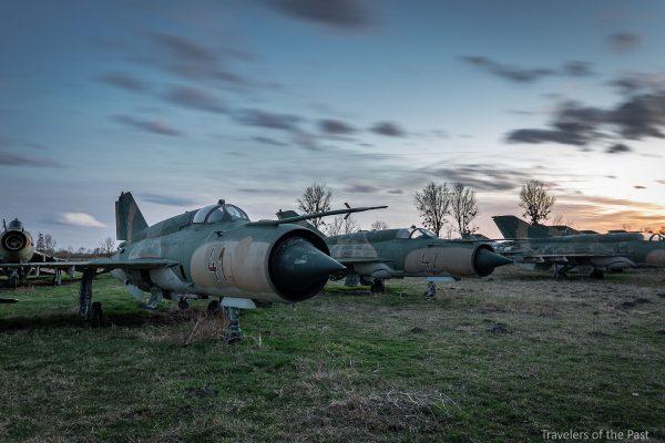 MiG-i obok bazy Pápa (fot. Alan Lenaerts)