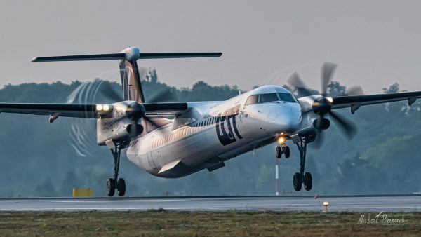 De Havilland Canada Dash 8-400  (SP-EQB) (fot. Michał Banach)
