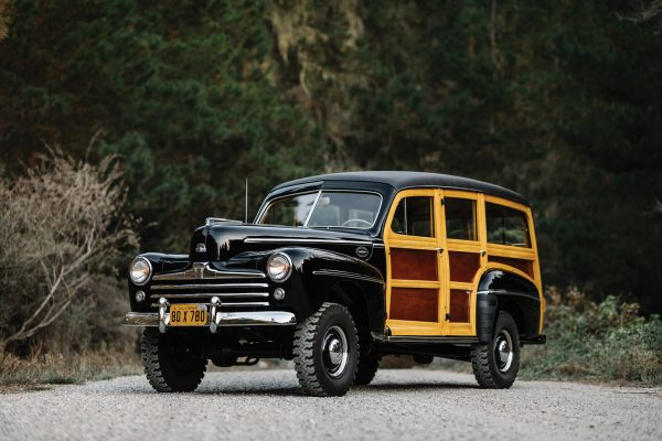 Ford Marmon-Herrington Super Deluxe Station Wagon (1948) (fot. Courtney Cutchen/RM Sotheby's)