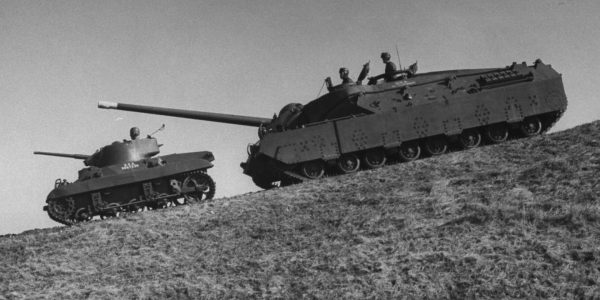 T28 Super Heavy Tank i prototyp czołgu lekkiego M22 Locust
