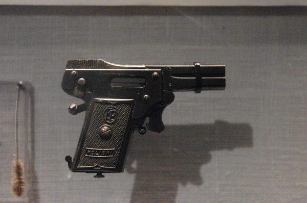 Miniaturowy pistolet 2.7 mm Kolibri Pistol (fot. Staffan Vilcans)