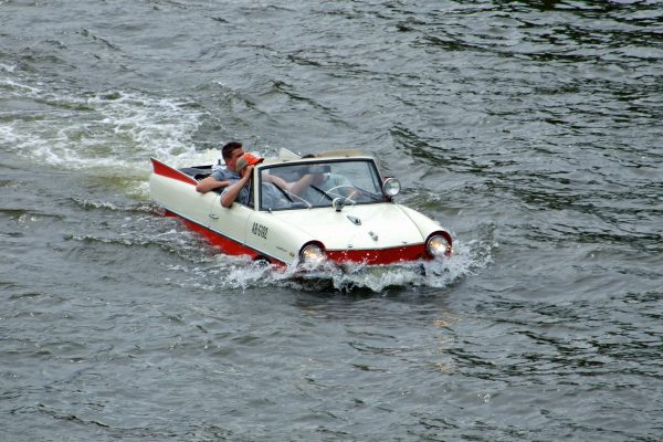 Amphicar (fot. dontworry/Wikimedia Commons)