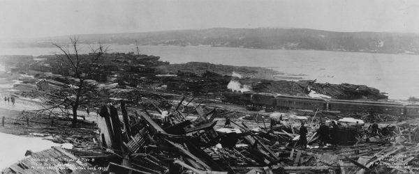 Ruiny Halifaxu po eksplozji (fot. Nova Scotia Archives)