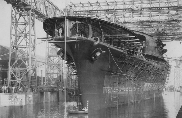 Japoński lotniskowiec Akagi (zbudowany na kadłubie krążownika liniowego Akagi)