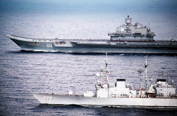 Admirał Kuzniecow (i USS Deyo)