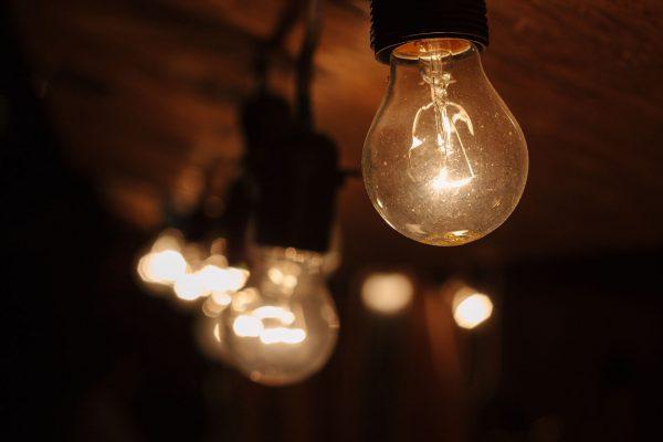Żarówka z tradycyjnym żarnikiem