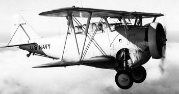 """Grumman FF """"Fifi"""" - pierwszy myśliwiec pokładowy US Navy z chowanym podwoziem"""