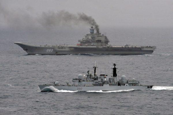 Admirał Kuzniecow (i HMS Liverpool)