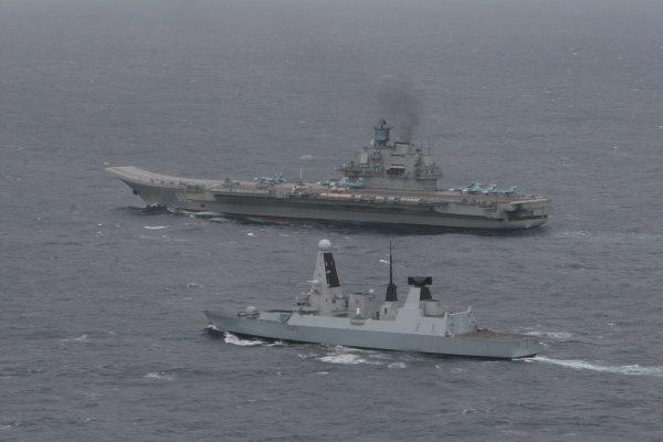 Admirał Kuzniecow (i HMS Dragon)