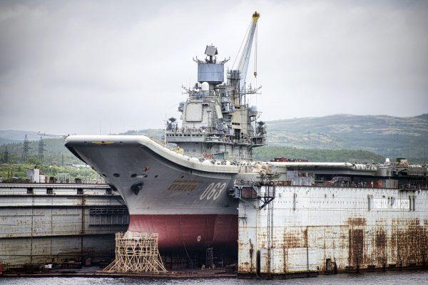 Admirał Kuzniecow podczas remontu w 2015 roku (fot. Christopher Michel/Wikimedia Commons)