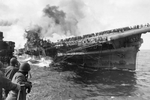 USS Franklin (CV-13) po ataku 19 marca 1945 roku