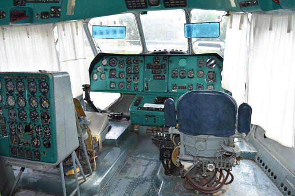 Dolny kokpit Mil W-12 (Mi-12) (fot. Alan Wilson)
