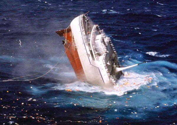 Tonący MTS Oceanos (fot. ABC News)