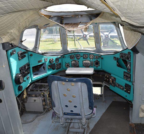 Górny kokpit Mil W-12 (Mi-12) (fot. Alan Wilson)