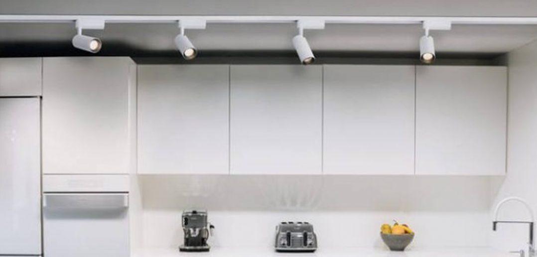 Jednofazowe a trójfazowe reflektory szynowe - jakie wybrać?