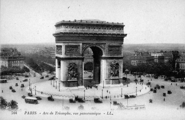 Łuk Triumfalny w Paryżu w  latach 20.