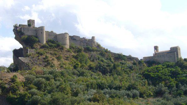 Castello di Roccascalegna (fot. maury3001/Wikimedia Commons)