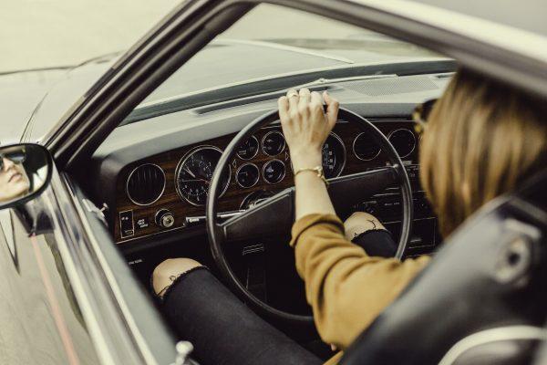 Wideorejestrator jazdy to obecnie bardzo popularny gadżet. Kierowcy szybko zauważyli praktyczne rozwiązanie w formie niewielkich rozmiarów sprzętu, który klatka po klatce rejestruje to, co dzieje się na trasie przed przednią szybą auta.