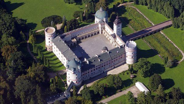 Zamek w Krasiczynie (fot. Loboviusz/Wikimedia Commons)