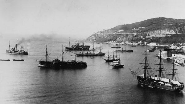 Amiral Duperré wraz z innymi okrętami wojennymi w 1889 roku