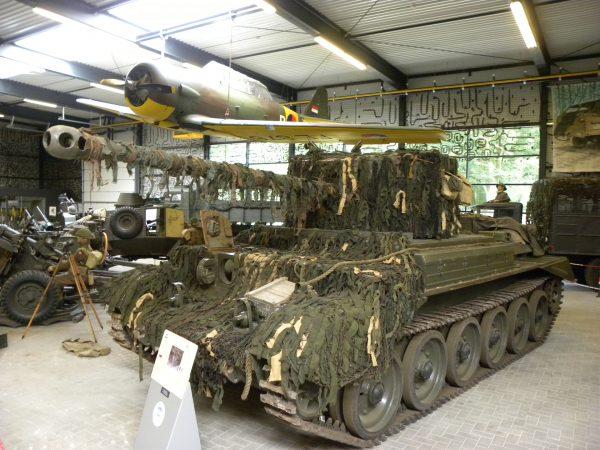 A30 Challenger współcześnie w muzeum w Holandii (fot. Joost J. Bakker)