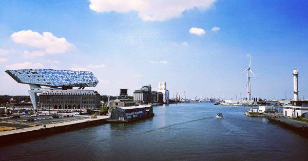 Budynek Zarządu Portu w Antwerpii (fot. ErikRombaut/Wikimedia Commons)
