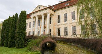 Opustoszały pałac w Drogoszach