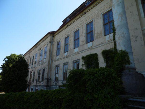 Pałac w Drogoszach (fot. Antekbojar/Wikimedia Commons)
